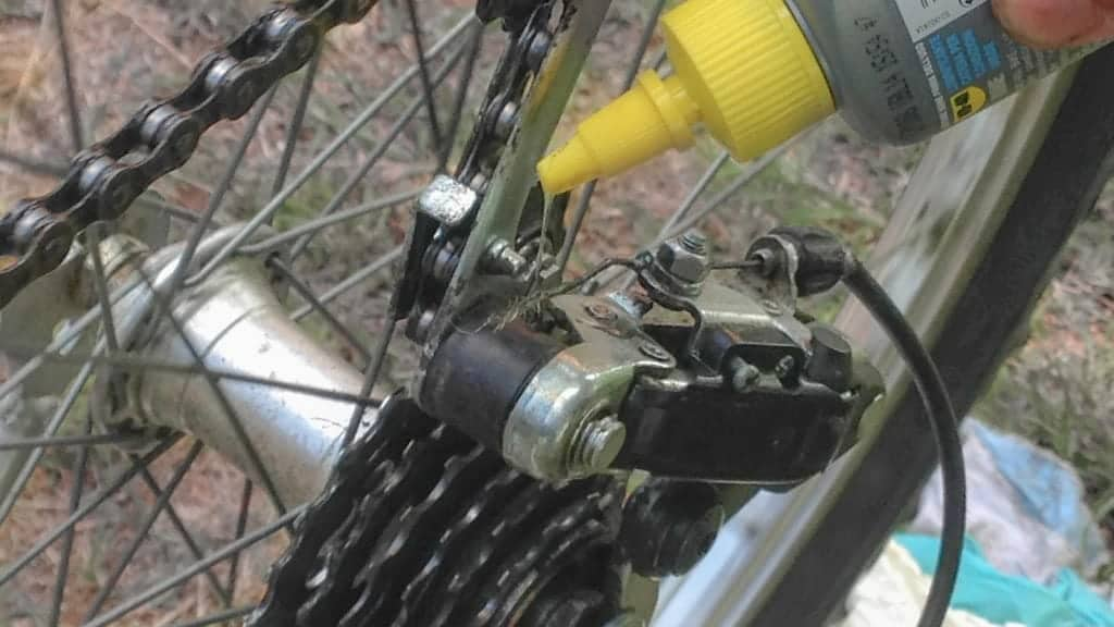 Come pulire e lubrificare la bicicletta: la parola agli studenti