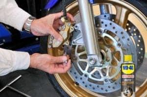 Come pulire i dischi dei freni della moto