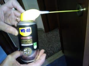 Lubrificare la serratura della porta blindata in poche mosse