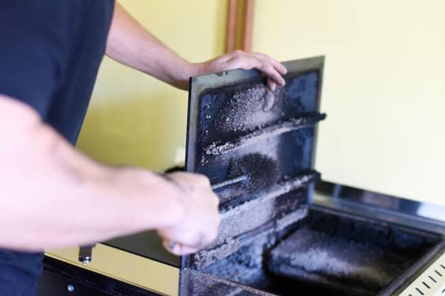 Pulizia e manutenzione delle stufe a legna: interventi mirati